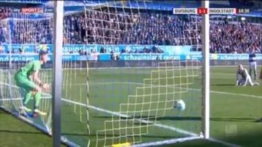 Flekken se desentendió del partido para refrescarse por unos segundos, pero no advirtió que el equipo rival realizó un ataque rápido.