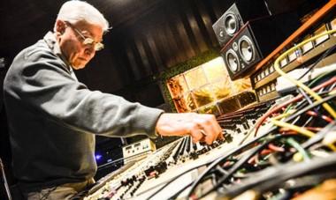 Da Silva nació en Km5, Comodoro Rivadavia y hoy, a los 83 años, es reconocido como uno de los mejores ingenieros de sonido.