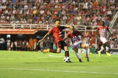 Con el punto de hoy, ambos se mantienen en zona de Sudamericana. (Foto: @ellitoral).