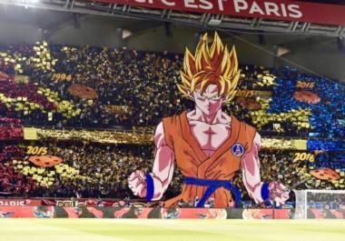 Imponente. El mosaico del PSG con Goku en modo Super Sayayin previo al clásico contra el Olympique  en Parque de los Príncipes.