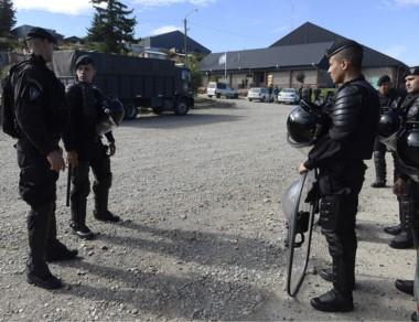 Cerca de 300 efectivos se movilizan a Bariloche por el jucio de mañana.