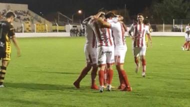 San Martín (Tucumán) pisó fuerte en Tandil y venció 2-1 a Santamarina en la fecha 16 de la B Nacional.