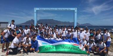 La delegación completa de Trelew RC, compuesta por 50 jugadores, visitó el museo de Robben Island.