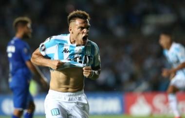 "En el debut, Racing goleó a Cruzeiro de local. Hoy visita a la ""U"" de Chile que llega de vencer a Vasco Da Gama."
