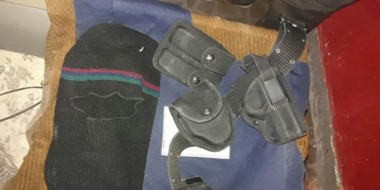 La Brigada de Investigaciones consiguió detectar la guarida donde ocultaban las prendas del policía.
