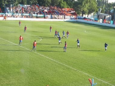 """El """"gallito"""" le ganó 1-0 a Brown (A) en condición de visitante con gol del """"Rengo"""" Díaz de penal."""
