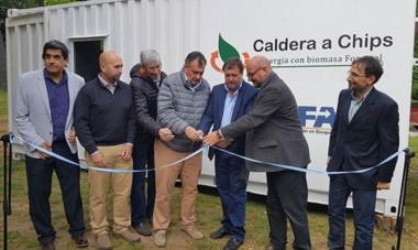 Momento inaugural. La Caldera que convierte residuos forestales ya está en marcha.