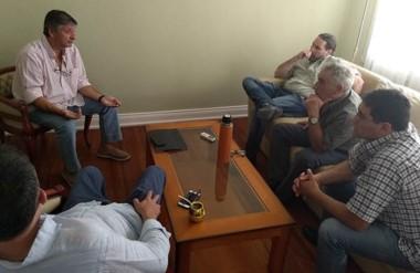 El ministro coordinador Sergio Mammarelli se reunió ayer con miembros de la Cooperativa de Sarmiento.