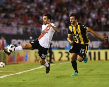 """Gallardo, sobre el segundo gol de Scocco: """"No es normal en el fútbol argentino que un jugador eluda a cuatro o cinco jugadores, fue una obra de arte""""."""