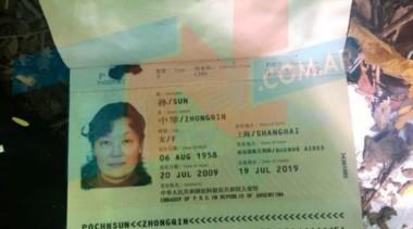El cuerpo apareció en un arroyo, a 300 metros donde hoy encontraron la cartera y los documentos de la mujer china desaparecida.