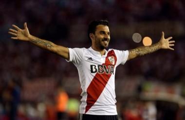 """""""Nacho"""" Scocco la descosió, metió dos golazos y River le ganó a Olimpo en Nuñez."""