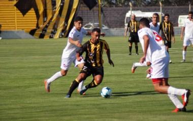 Madryn no pudo con Independiente de Neuquén en el inicio de la Reválida del Federal A.