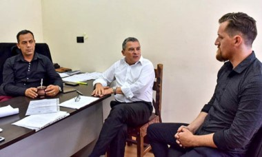 Héctor Castillo se reunió con el ministro  Bortagaray.
