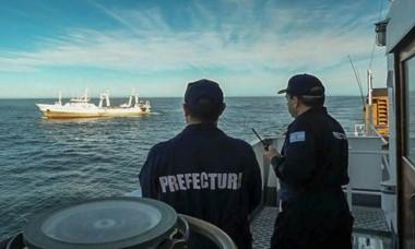 Un Guardacostas de la PNA capturó el barco cerca de Comodoro.