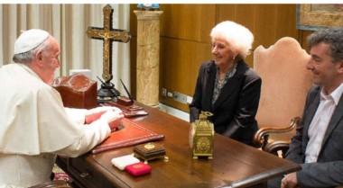 La anterior reunión, en 2014, cuando Estela viajó acompañada por su nieto recuperado Ignacio Montoya.