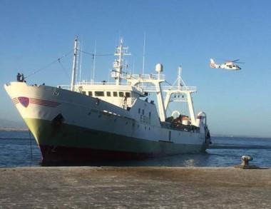 El pesquero español cuenta con 34 tripulantes gallegos a bordo.