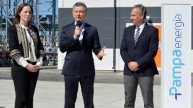 El empresario, durante un acto oficial, junto a la gobernadora Vidal y el presidente de la Nación.