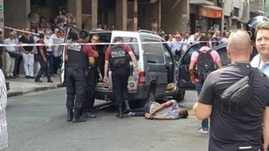 La camioneta que habrían utilizado los ladrones, dos de los cuales fueron detenidos; uno huyó (foto Agencia El Vigía, vía Twitter).