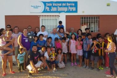 """Gustavo Sastre, en su visita a la sede vecinal del barrio """"presidente Juan Domingo Perón"""" de Puerto Madryn."""
