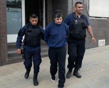 Momentos en que el exmarido de Arrieta, era llevado a tribunales. (Gentileza: Marcelo Vidal)