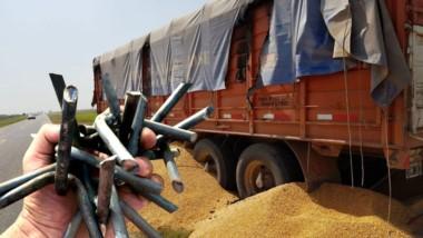El paro de los transportistas de granos sigue sumando rechazo desde sectores empresariales y de los productores.