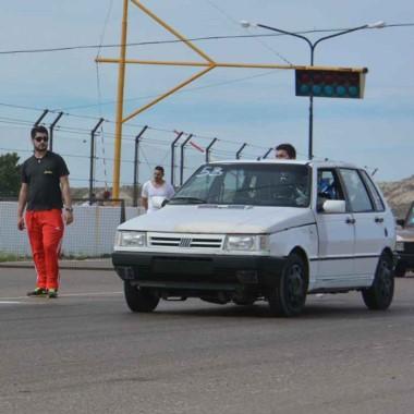 Los autos de las picadas vuelven a hacer ruido en la recta del Mar y Valle.