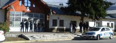 La policía custodió el  acceso a la Unidad 14 para evitar cualquier tipo de desmanes.
