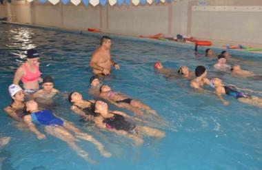 """El exitoso programa de verano """"Trelew Primero al Agua"""" finalizó sus actividades en el natatorio municipal."""