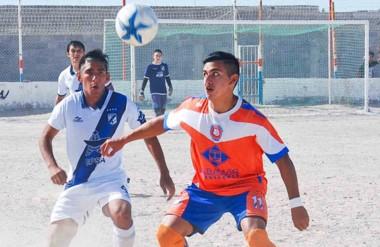 """En cancha de Moreno, el """"Naranja"""" y la """"Banda"""" se conformaron con la igualdad en un partido muy peleado."""