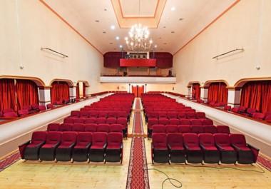 """Nuevas butacas. El histórico Teatro Verdi de Trelew mostrará esta noche sus flamantes 228 butacas en """"La Noche de Ópera"""". Será a las 20.30."""
