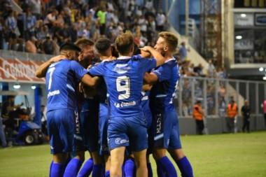 El festejo por el gol de Albertengo. Atlético de Rafaela dejó pasar esta noche la posibilidad de asegurarse la punta en soledad.