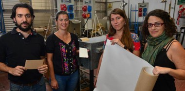 El grupo de investigadores del CONICET desarrollaron un envase de papel o cartón con propiedades bioactivas.