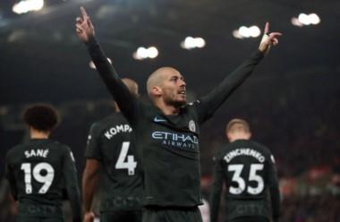 Cada vez más cerca del título: Manchester City, sin Agüero y con doblete de David Silva, derrotó 2-0 a Stoke City.
