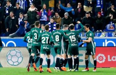 Con un doblete de Loren, Betis derrotó 3-1 al Alavés y se acerca a los puestos de competiciones europeas.