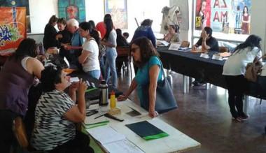 En el Centro Cultural se inscriben para los talleres municipales.