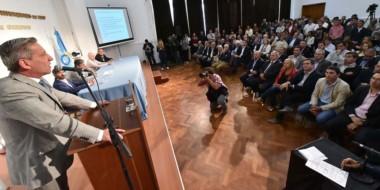 """El gobernador dijo que el nuevo programa será muy útil para que el Estado """"no se siga endeudando""""."""