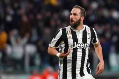 """Higuaín abrió la cuenta y  Matuidi, a pase del """"Pipa"""", lo liquidó. La """"Vecchia Signora"""" es líder y se pone a 4 puntos del Napoli."""