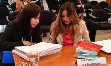 La sexta. Souza (izquierda) junto con su defensora particular durante la audiencia que reveló más detalles acerca de la conducta del grupo.