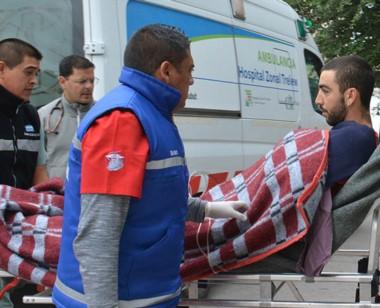 Momentos en que el joven portugués llegaba al Hospital de Trelew.