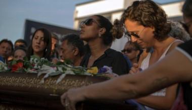 Escenas de profundo pesar se registraron durante la despedida a la militante asesinada.