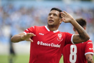 El gol de Andrés Chávez llegó tras un despeje y un error de la defensa de Temperley.
