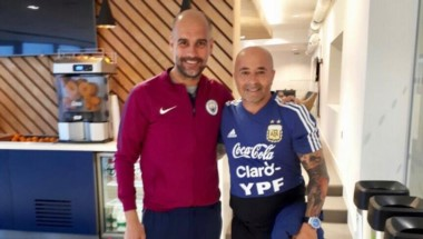 Jorge Sampaoli compartió esta imagen en su cuenta de Twitter junto a Pep Guardiola.
