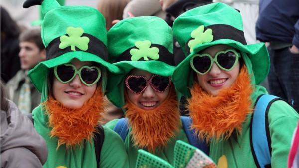 Millones de jóvenes en el mundo celebrarán este sábado a la noche a San Patricio.