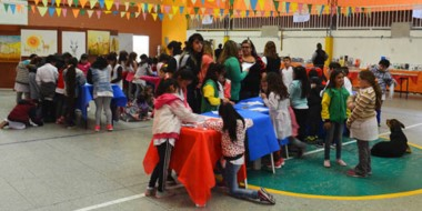 Se realizaron talleres de lectura y talleres de plástica para niños y niñas sobre historietas y cuentos.