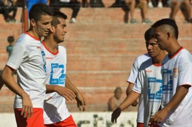 Huracán se paseó por la Villa Deportiva con una goleada sobre Gaiman.