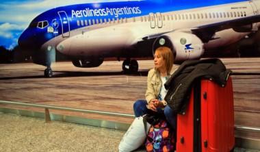 Los pilotos de líneas aéreas que operan en la Argentina podrían paralizar los vuelos durante la Semana Santa en protesta contra las políticas aerocomercial.