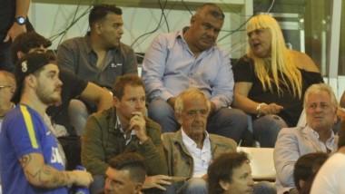 Enojado, Chiqui Tapia reclamó disculpas de Rodolfo D'Onofrio por los cantitos en su contra.
