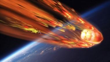 Representación del ingreso de chatarra espacial a la atmósfera