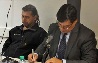 Complicado. López (izquierda) estará en prisión preventiva durante un mes. Lo asistió el abogado Cruz.