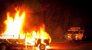 Vásquez indicó que uno de los camiones recibió disparos de armas de fuego antes de ser incendiado.